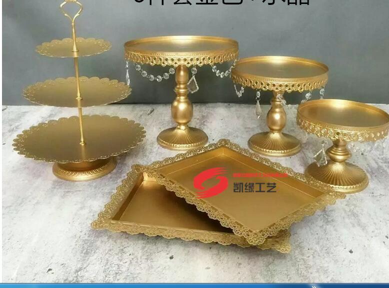 Stand Wedding Cake Golden