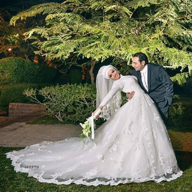 Long Sleeve Muslim Wedding Dresses Beautiful High Neck A Line Lace Tulle Arabic Bridal Gown