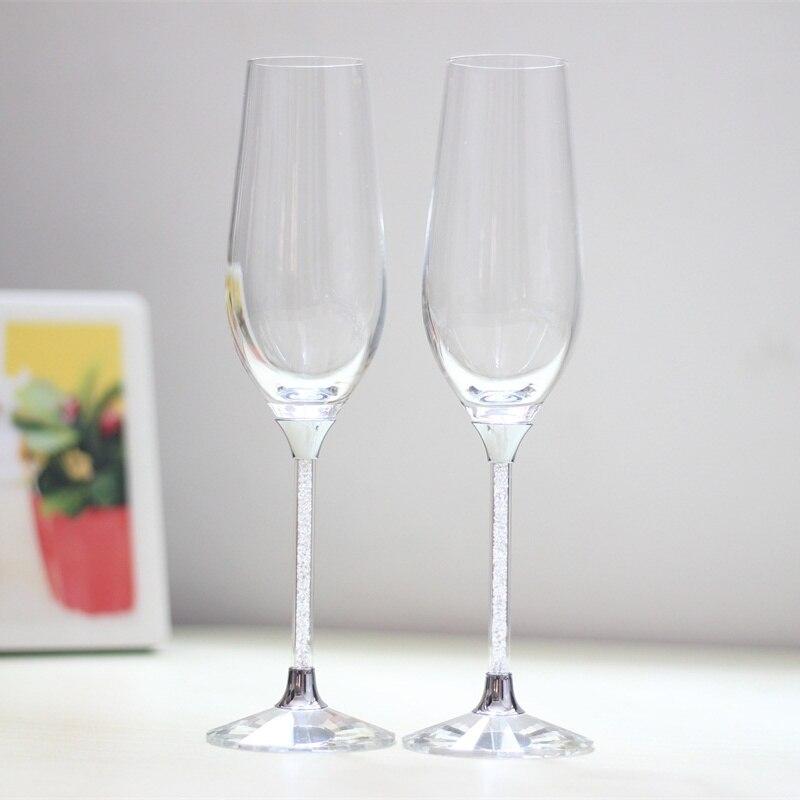 Las gafas de vino para tostar sin plomo se ponen en una copa de - Cocina, comedor y bar