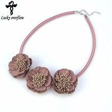 6a00c654849b Collares y colgantes de cuero de tela elegante caliente joyería de  Gargantilla hecha a mano flor collar de alta calidad joyería .
