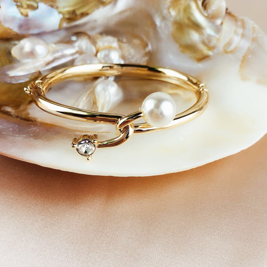 Gold Knot Love Pearl...