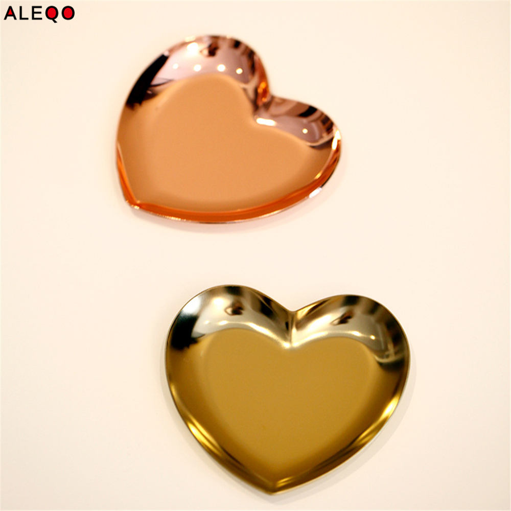 Scandinavian Nordic Rose Gold Metal Table Storage Plate Chic Elegant Luxury Gold Heart Shape Office Desk Storage Organizer Decor