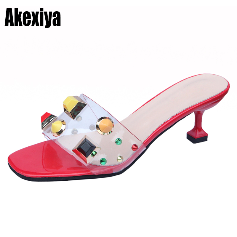 2018 Летняя женская обувь Модные Красочные rhinestone заклепки шлепанцы вьетнамки на высоком каблуке пикантные прозрачные ПВХ женские босоножки