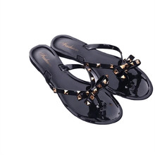 2019 new slippers female summer fashion rivet bow flip flops wear wild flat jelly shoes
