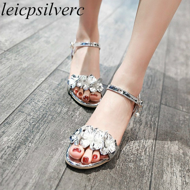 ff9aab950 Women Sandals Beach Shoe Med Heel Pu Peep Toe Flower Pearl Buckle 2018  Summer New Fashion Casual Dress Wedding Pink Gold Silver