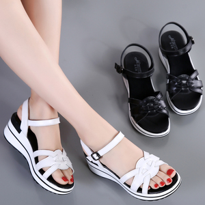 Image 5 - STQ 2020 Summer Women Sandals Black Flat Platform Sandals Women Wedge Beach Flip Flops Ladies Flat Heel Gladiator Sandals 3593