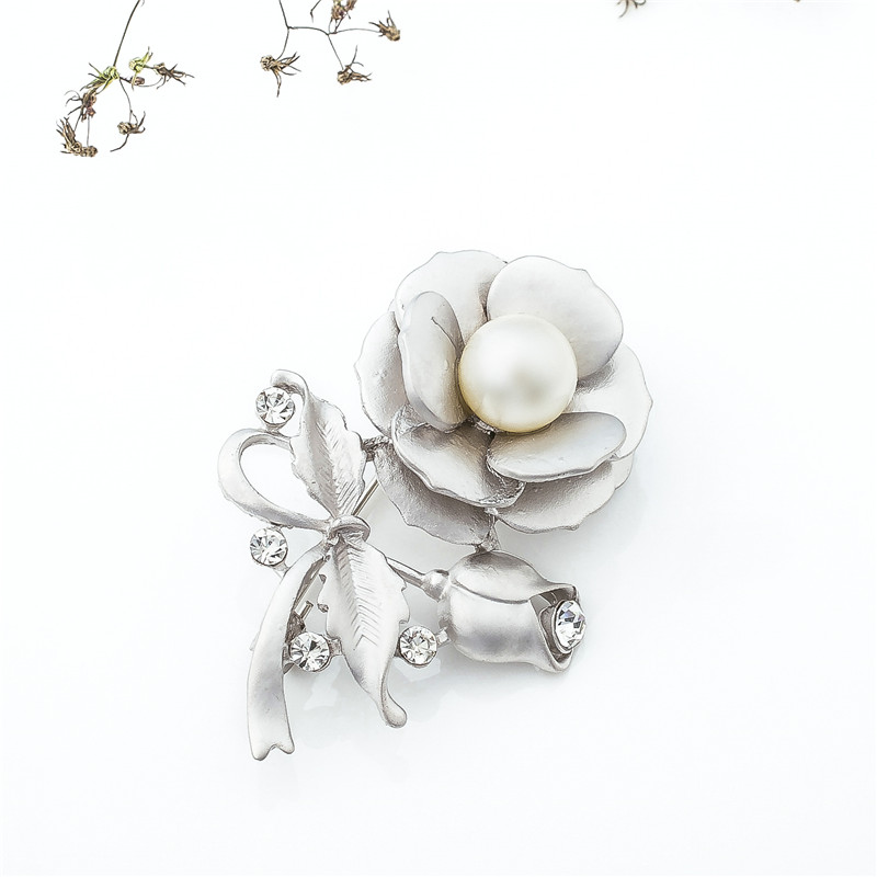 Мода цветок Форма Сплав инкрустация стразами брошь дамы Костюмы контактный брошь пальто платье корсаж ювелирные изделия для Для женщин девушка подарки