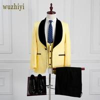 Wuzhiyi последние конструкции пальто брюки шалевыми лацканами смокинг для жениха желтый/черный Для мужчин костюмы Свадебные best человек блейзе