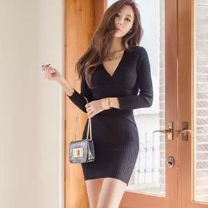 Image 1 - 스웨터 드레스 긴 소매 붕대 bodycon 드레스 v 목 블랙 화이트 니트 드레스 가을 겨울 부드러운 높은 탄성 섹시한 드레스