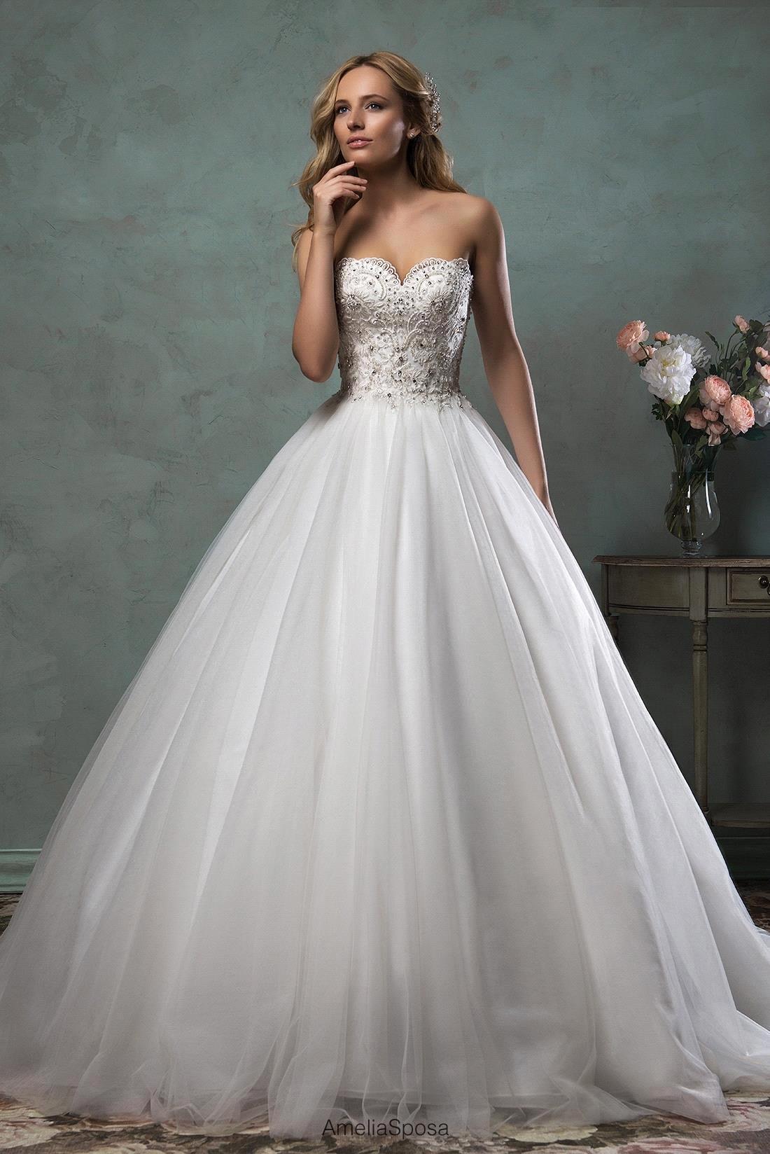 Romantic Luxury Vestido De Noiva Princess Appliques Beads Top Wedding  Dresses 2017 Bridal Ball Gown Wedding Dress With Big Train-in Wedding  Dresses from ... 73edf5bff71a