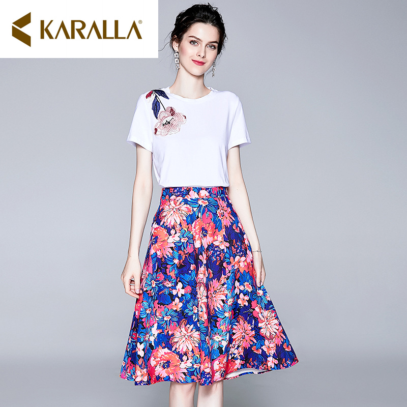 2019 summer new high-end women's flower embroidery short-sleeved O-Neck T-shirt + printed big swing half skirt temperament suit