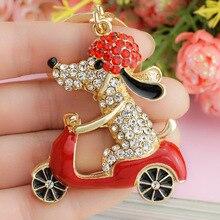 Drahokamový přívěsek ke klíčům – pes na mopedu
