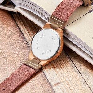 Image 3 - Moda imitacja drewniany zegarek kobiety miękki skórzany pasek moda montre femme unikalny projekt łosia analogowy zegarek kwarcowy relogio