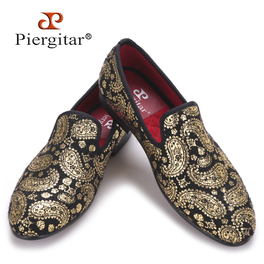 Piergitar Gold cashew flowers prints men velvet shoes Party and Wedding loafers British style smoking slipper men's flats loafers men india golden silk weaving pattern crown and leaf design flats velvet shoes men loafers noble temperament