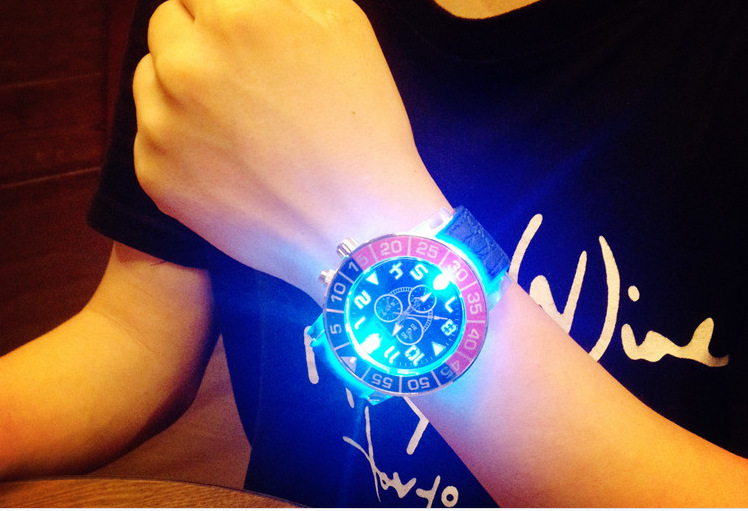 V6 Luminous Watches Men Watch Top Brand Luxury Famous New Wristwatch Men Clock Quartz Watch Fashion For Casual relogio masculino