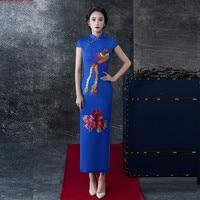 La Mode Bleu Brodé Phoenix Et Fleurs Longue Robe Cheongsam Automne pour Performance et Réception