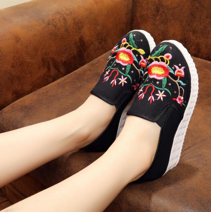 Ethnic Floral Embroidery Women Casual Canvas Loafers Slip on Ladies Glitter  Flats Comfort Denim Blue Walking Shoes Zapatos Mujer-in Women s Flats from  Shoes ... 6d3a45492926