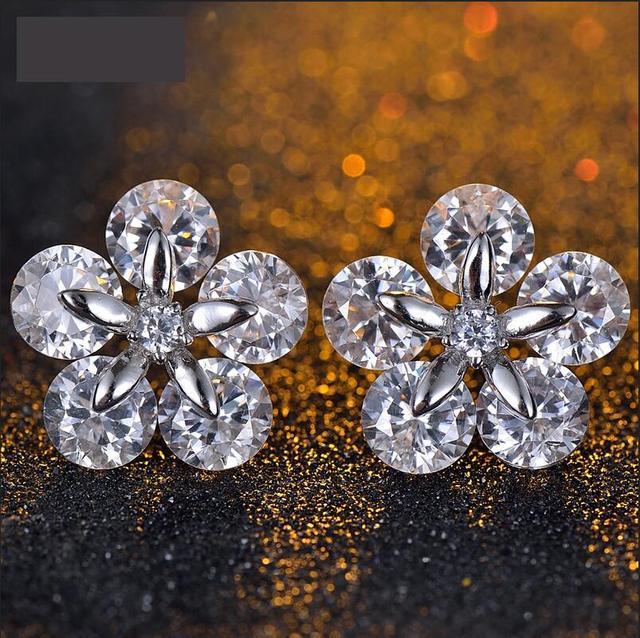 Authentic luxury elegant Austria zircon crystal flower earrings with a woman's wedding jewelry evening dress match