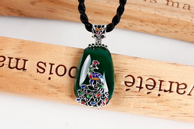 Thai green chalcedony agate jewelry pendant pendant female Cloisonne peacock sweater chain 925 Silver 925 silver green yellow chalcedony agate pendant buckle female sweater chain large round jade pendant