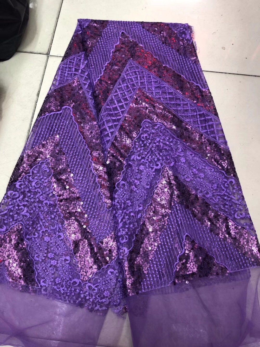 African Sequin Lace Fabric Embroidered Lace Trim The Fabric On The Dresses Nigerian Lace Fabrics 2018 Hot SaleAfrican Sequin Lace Fabric Embroidered Lace Trim The Fabric On The Dresses Nigerian Lace Fabrics 2018 Hot Sale