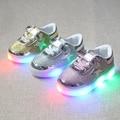Varejo 2017 novas crianças desgaste das crianças varejo led piscando iluminação bonito crianças casual shoes 21-30