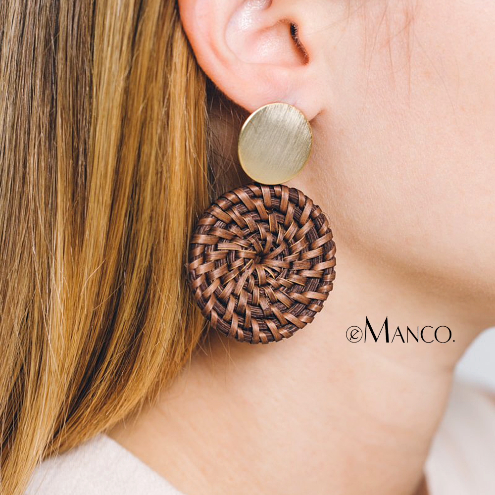 eManco Large Round Hand-knitted Pendant Earrings Women Stylish Casual Two-color Alloy Wooden Dangle Earrings pair of stylish women s rhinestone inlaid openwork floral pendant earrings