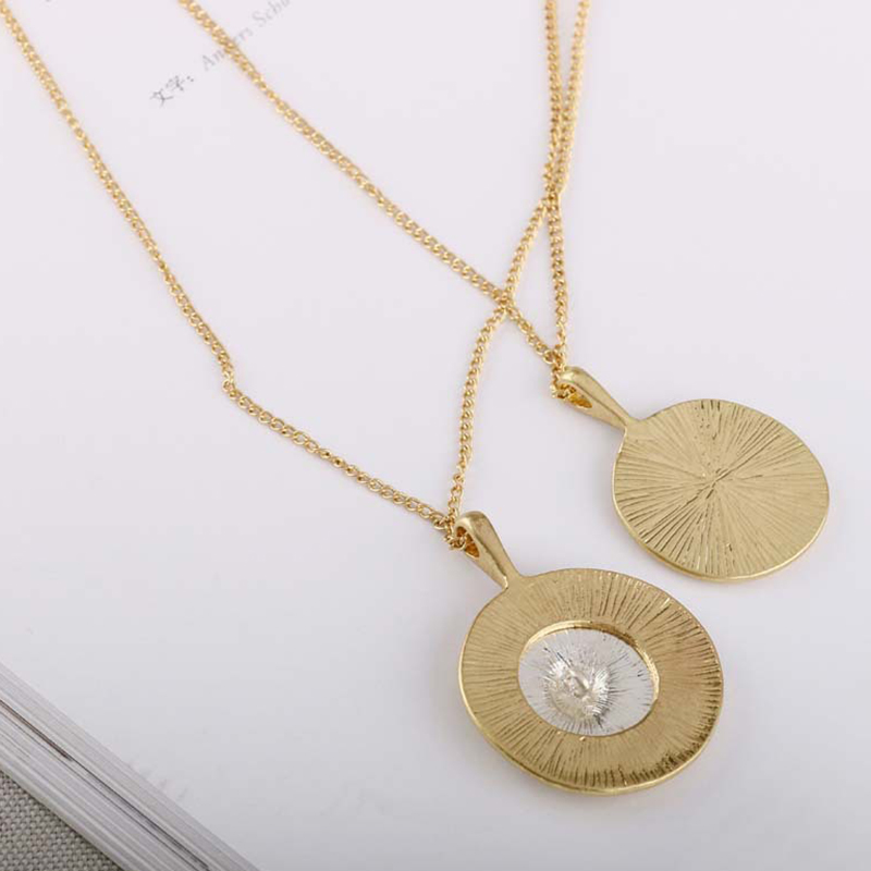 SRCOI Retro Gold Color Portrait Coin Necklace Pendant Minimalist Coin Disc Layering Choker Necklaces For Women Vintage Accessory Multan