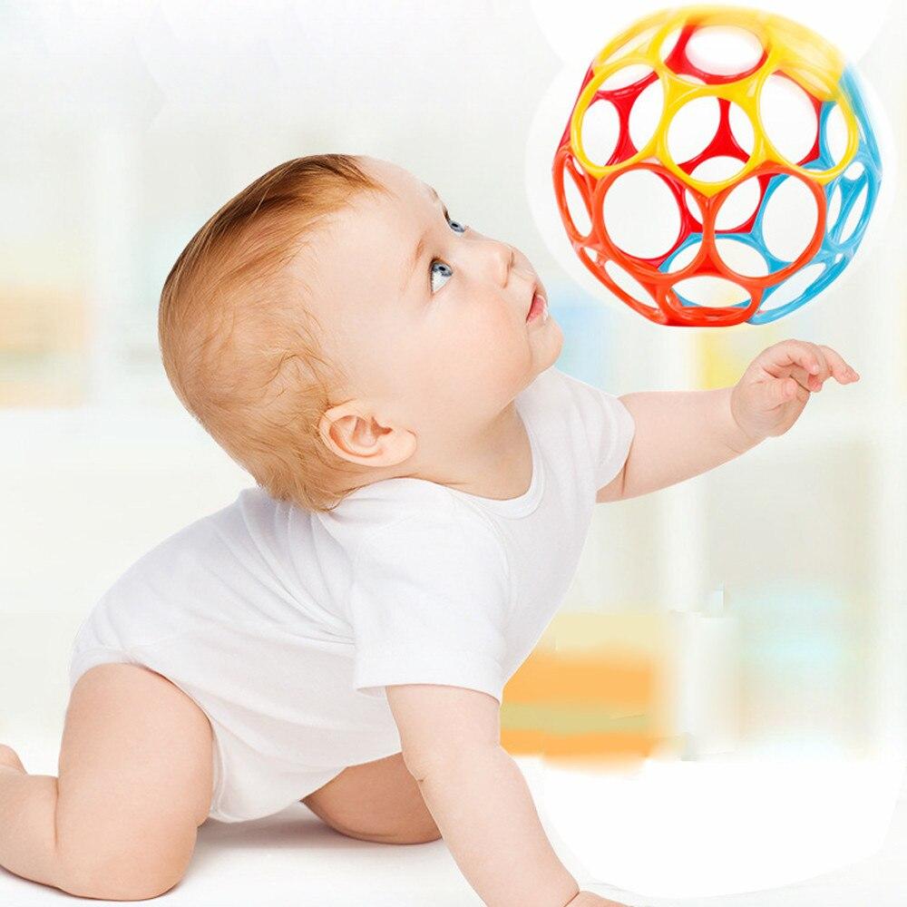Nuevos juguetes de pelota de colores suaves cascabel manual desarrollar juguetes toque morder agarrado a mano Oball Ball para bebé aprender a agarrar chico regalo