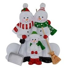 Resin Snowman Family Shovel of 3 Polyresin Christmas Tree Ornaments Personalized Gifts Home Holiday Decoration