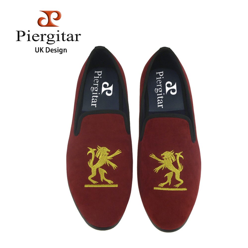 Piergitar new style black or red color Handmade men velvet shoes with lion embroidered prom and banquet male loafers men's flats piergitar 2016 new india handmade luxurious embroidery men velvet shoes men dress shoes banquet and prom male plus size loafers