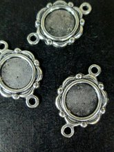 цена на 10mm round connectors pendant charms, silver plated scalloped edge, B213theof