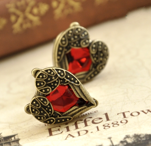 Stud Earrings For Women New Fashion Vintage Bronze Color Love Heart Luxury Red Crystal