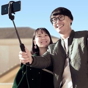 Image 5 - 100% המקורי xiaomi כף יד מיני חצובה 3 ב 1 דיוקן עצמי חדרגל טלפון Selfie מקל Bluetooth אלחוטי מרחוק תריס שחור