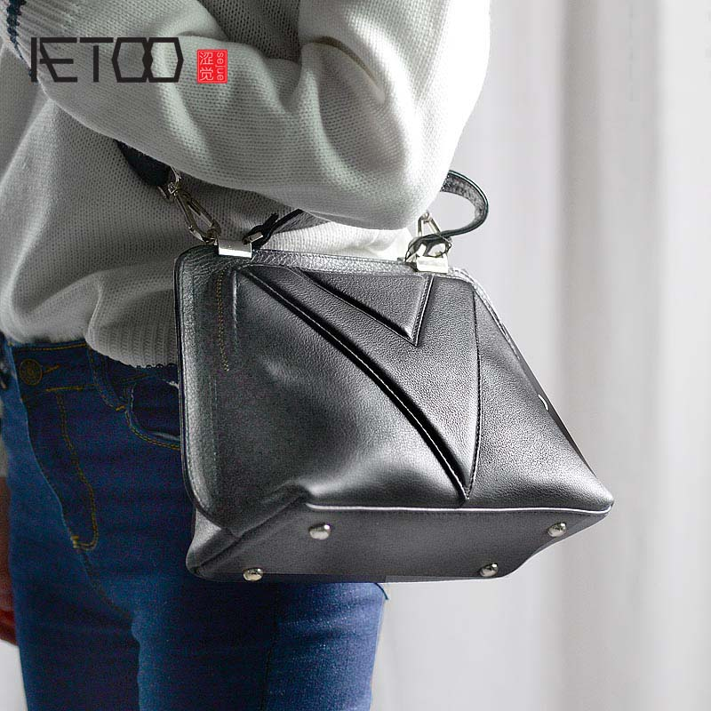 AETOO Real Leather handbag women atmosphere 2018 new small bag fashion ladies leather retro messenger bag new leather women bag white fashion satchel simple atmosphere retro handbag speedy bag