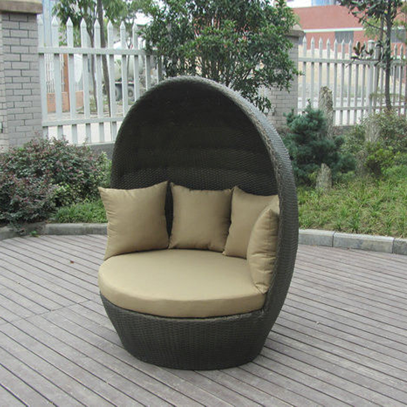 Round Outdoor Rattan Daybed Furniture , Roofed Wicker Lounge Bed transport by sea tear drop shape outdoor rattan daybed for swimming pool poolside transport by sea