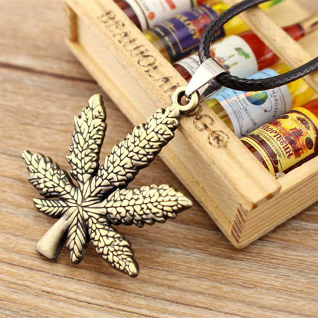 ZN New Gold Silver Plated Cannabiss Small Weed Herb Charm Necklace Maple Leaf Pendant Necklace Hip Hop Jewelry Wholesale 1