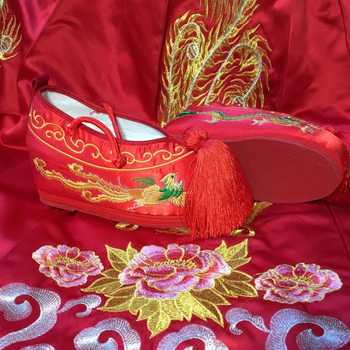 embroidered chinese shoes wedding cloth shoes for women red vintage wedding shoes classic princess cosplay ancient dynasty shoes