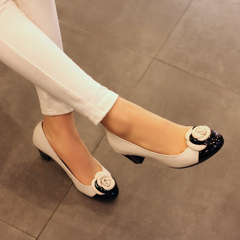 5bbf3d049e99 Women pumps 2014 fashion classic floral shoe low heel thick heel Women  genuine leather shoes high quality dress shoe with flower