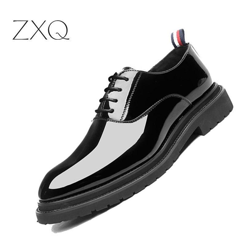 2018 Neue Herbst Männer Oxford Kleid Schuhe Patent Leder Schwarz Luxus Business Plattform Komfortable Männer Hochzeit Schuhe