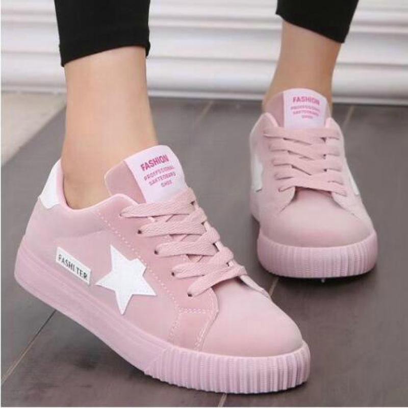 a9c239947d Nuevos zapatos coreanos de moda para mujer 2018 verano cómodos zapatos de  plataforma de cuero rosa suave para mujer Tenis planos femeninos-in Zapatos  ...