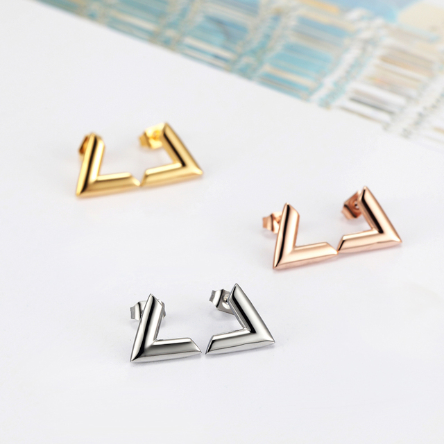 New Arrivals Exquisite Stereoscopic V Pattern Stud Earrings  For Women Man Top Quality Titanium Steel Earrings Piercing Jewelry 3