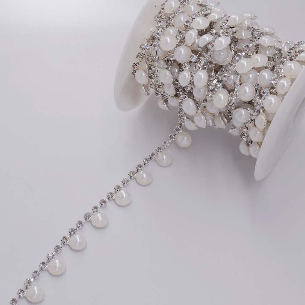 555b92dbc5fb En gros 5 mètres Blanc perle Cristal Strass Tasse Coupe Chaîne Décoratif  robe De Mariage Coudre sur Ceinture Appliques Motif garniture