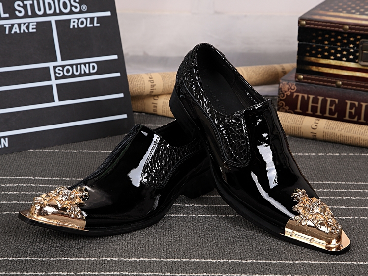 Black Patent Leather Men Shoes New Men Brogues Metal Pointed Toe Men Dress Shoes Slip On Oxford Shoes For Men Wedding Shoes pointed toe dress shoes mens patent leather black shoes wedding dress oxford shoes for men designer version luxury prom shoes