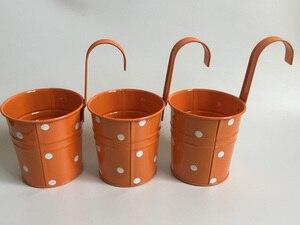 Image 2 - 10 pièces/lot paniers suspendus D9.5XH17CM pots en fer pour jardin denfants balcon suspendu Pot paniers en métal Dot design coloré