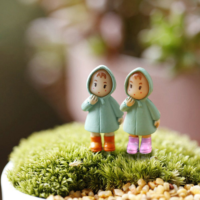 Hot Sale 1PCS Cute Mini Figurines Miniature Girl Mei Resin Crafts Ornament Fairy Garden Gnomes Moss Terrariums Home Decorations
