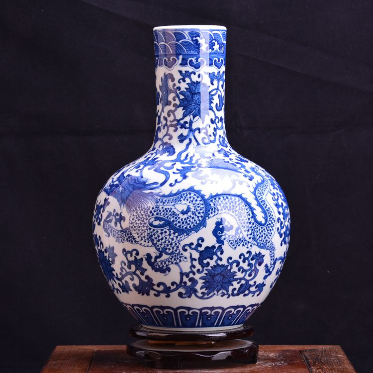 Jingdezhen underglaze blue and white porcelain vase modern crafts furniture Qinglong Fu tube deer statue ornamentsJingdezhen underglaze blue and white porcelain vase modern crafts furniture Qinglong Fu tube deer statue ornaments
