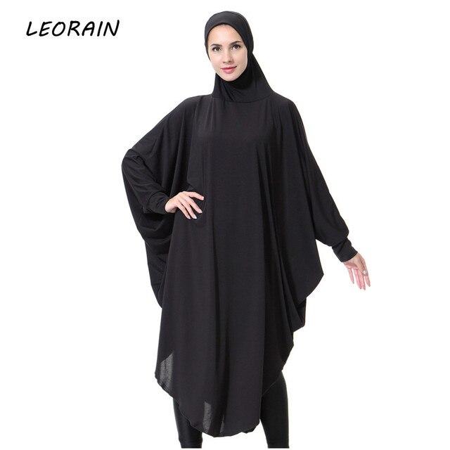 Image femme en robe noir