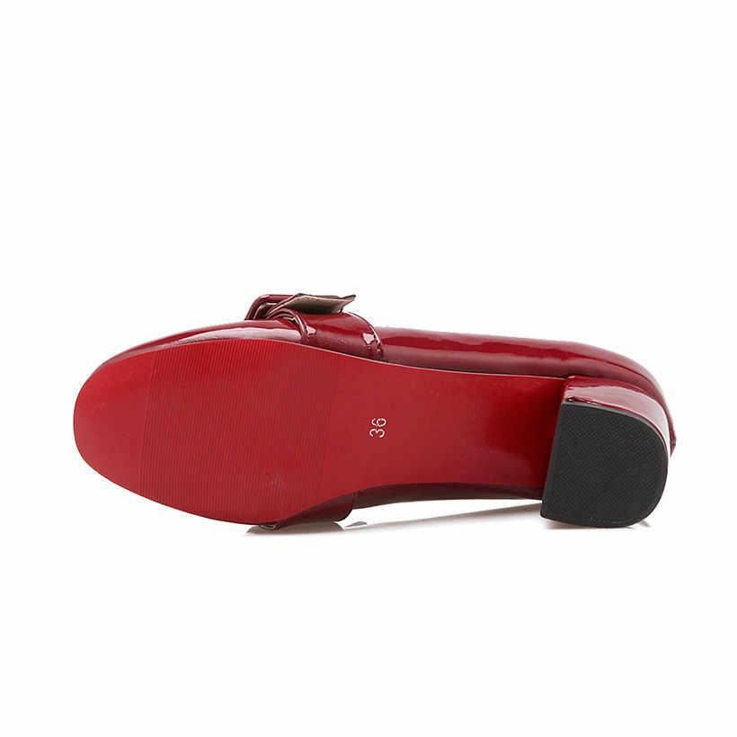 Big Size Vrouwen Loafers Lakleer Ronde Neus Hoge Blok Hak Britse Pompen Rode Casual Lady Slip-on Retro gesp Jurk Schoenen