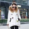 2016 Mujeres de Invierno Gruesa Caliente Pato Abajo Chaquetas Abrigos Apliques una Forma Real Capucha Cuello de Piel Mujer Parka Acolchada Outwear abrigos