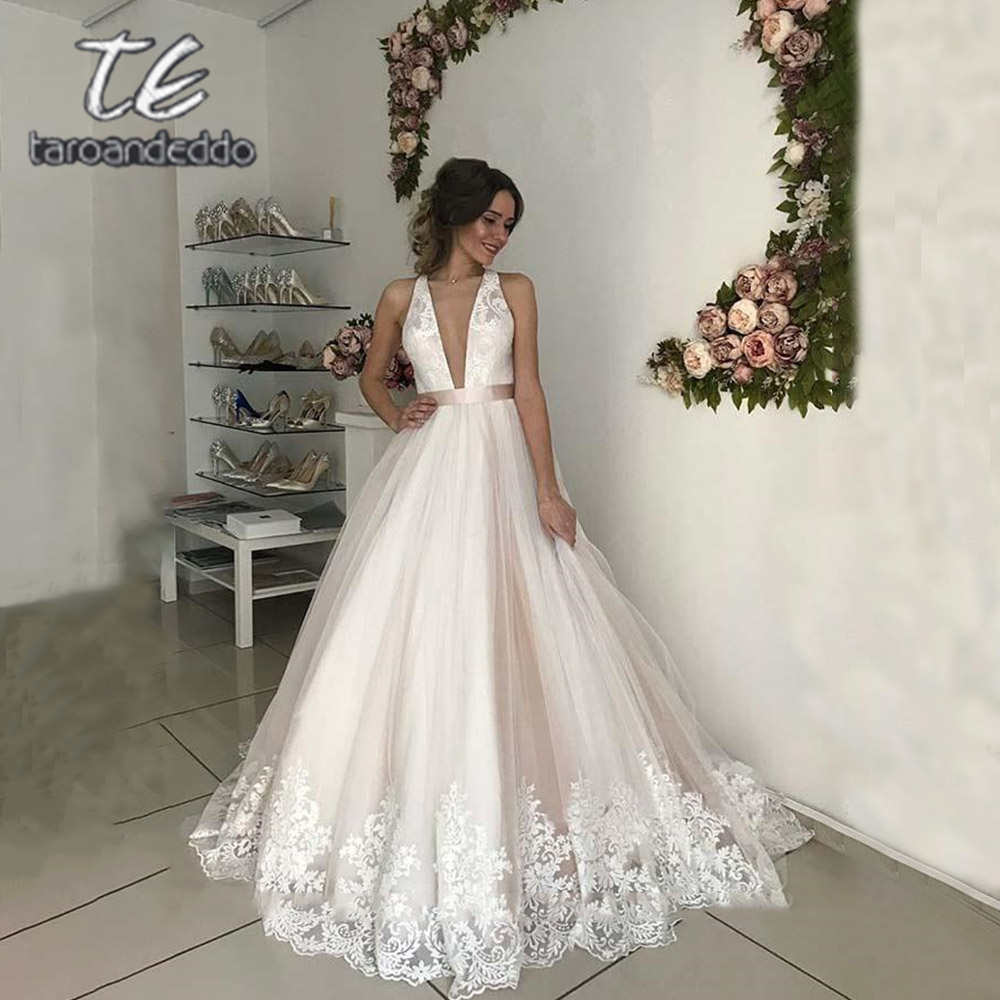 V Neck Tulle Wedding Dresses A Line Open Cross Back Applique Floor Length Sweep Train Sleeveless Bridal Dress Vestido De Noiva